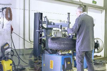Шиномонтаж, бортирование и ремонт колес